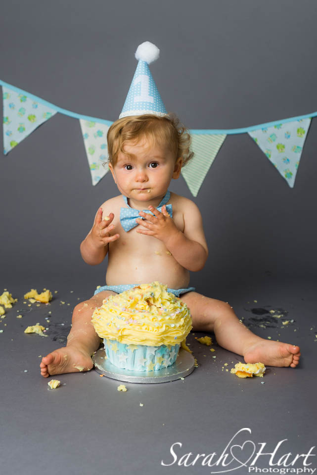 birthday boy, first birthday cake smash, photograph by Sarah Hart, Tunbridge Wells, Tonbridge