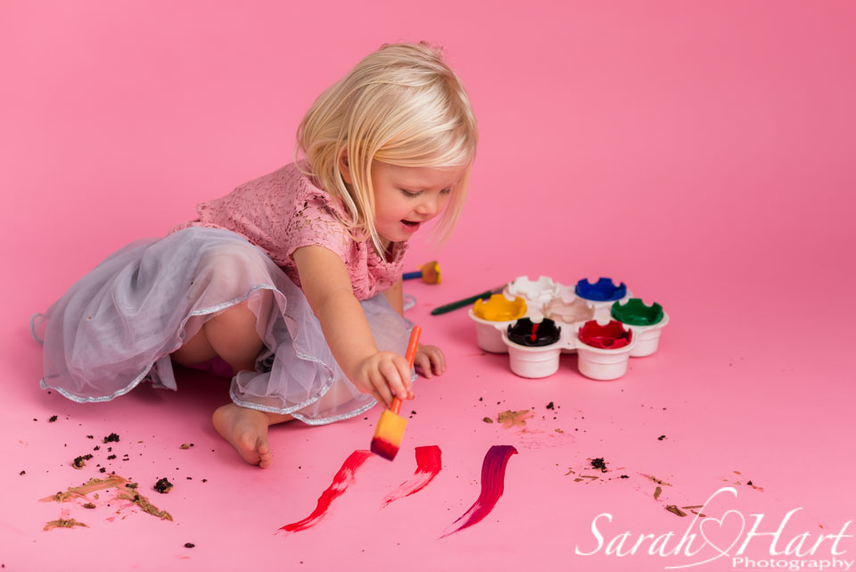 a paint splash photo shoot with little girl, tonbridge kent