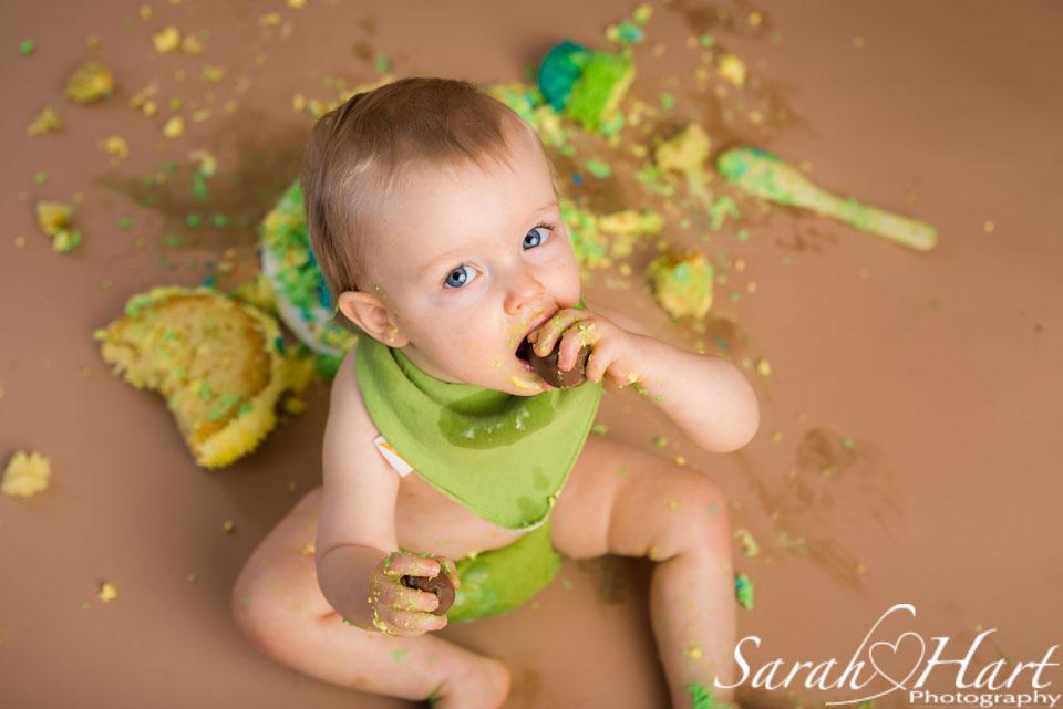 messy cake smash photos, Sevenoaks photographer