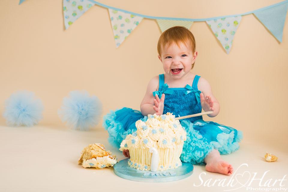 1st birthday pictures, smash the cake, Sevenoaks photographer, kent