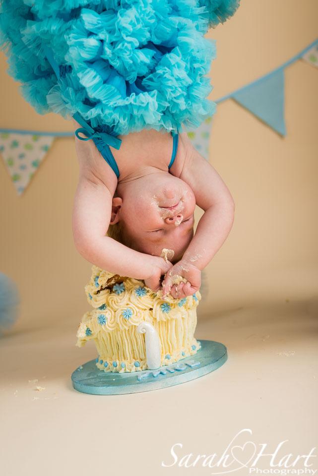 cake smash dip, birthday photos, Kent studio