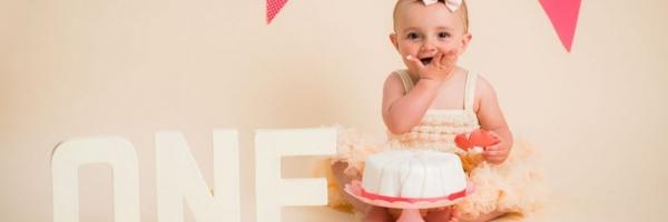 tutu dress and cake smashes, eat the cake photos, 1st birthday, Paddock Wood photographer