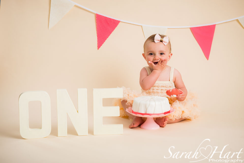tutu dress and cake smashes, eat the cake photos, 1st birthday, Paddock Wood photographer
