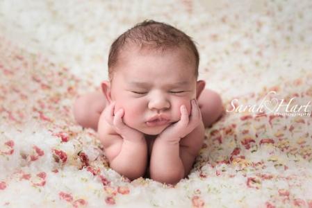 baby in froggy pose, flower blanket, sevenoaks, experienced newborn photographer