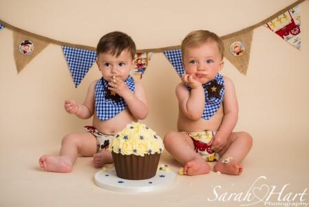 friends sharing a cake smash session, Tonbridge photographer, Sarah Hart
