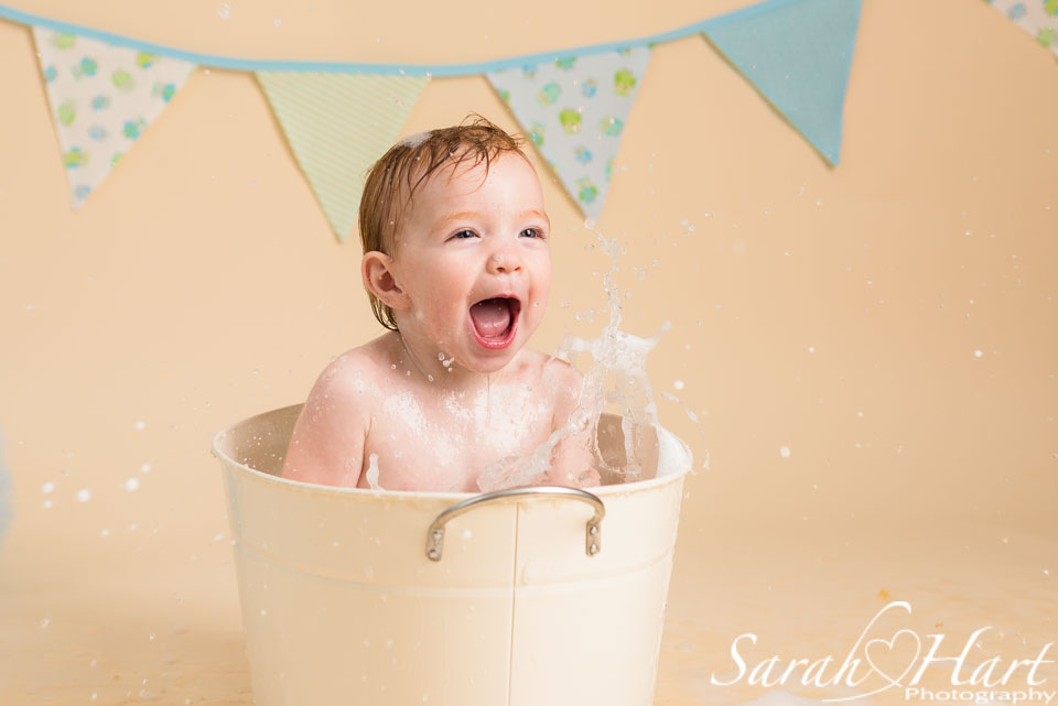 Fun in the bath tub splash and smash photo session kent cake smash photography