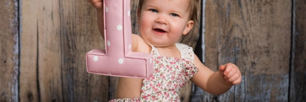 look whos one, 1st birthday portrait, kent cake smash studio photographer