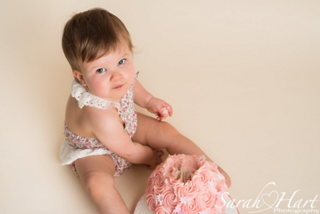 cute romper outfit for cake smash photo session, Sarah Hart Photography, Tonbridge