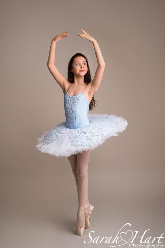 little ballerina enpointe, image taken by Sarah Hart Photography