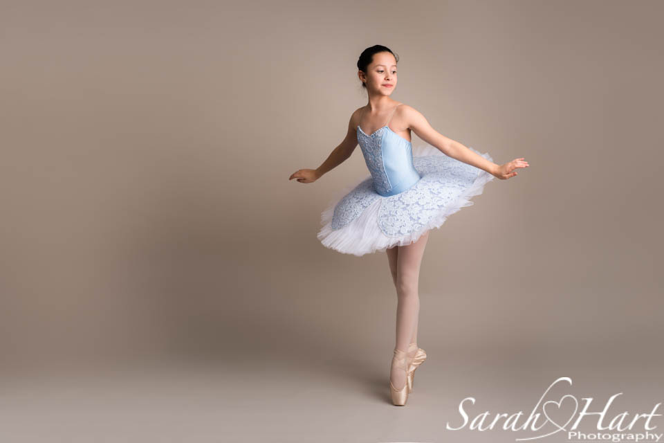 beautiful ballerina on pointe, captured by Sarah Hart Photography, Kent