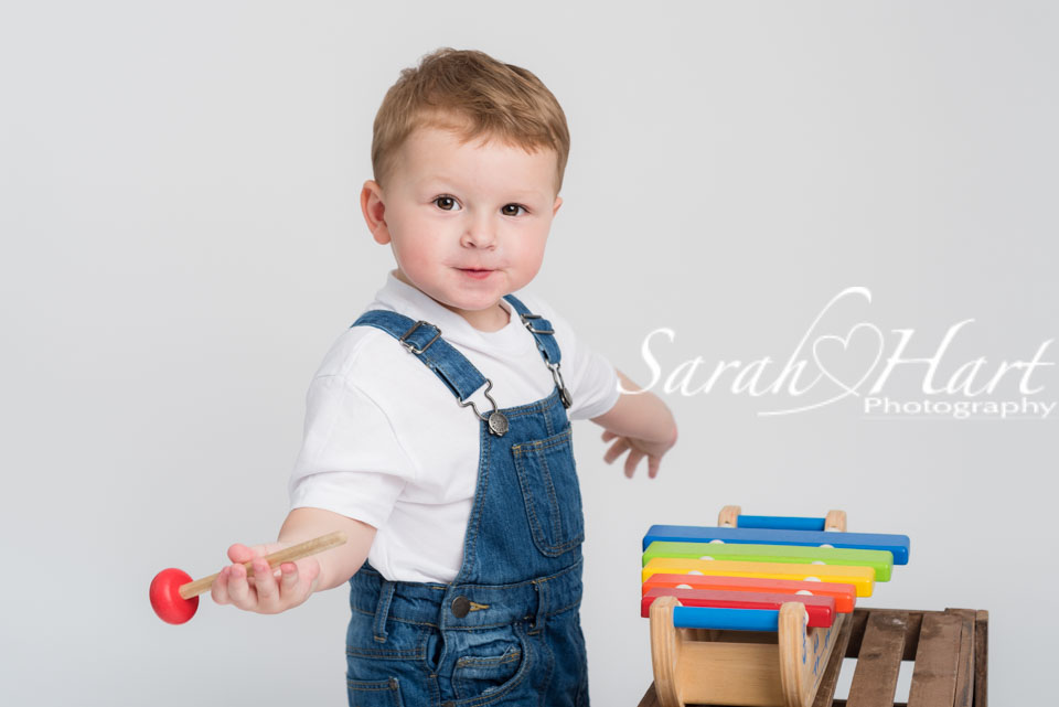 jazz hands, toddler playing xylophone in tonbridge photo shoot
