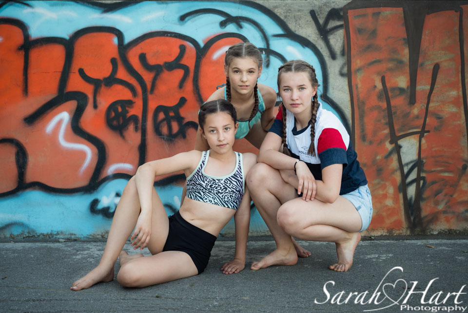 graffiti backdrop for young dancers, tunbridge wells photographer