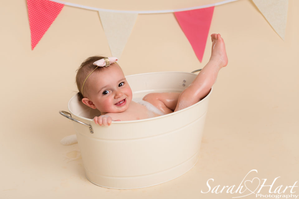 relax in the bath, splash time, Tonbridge cake smash photographer