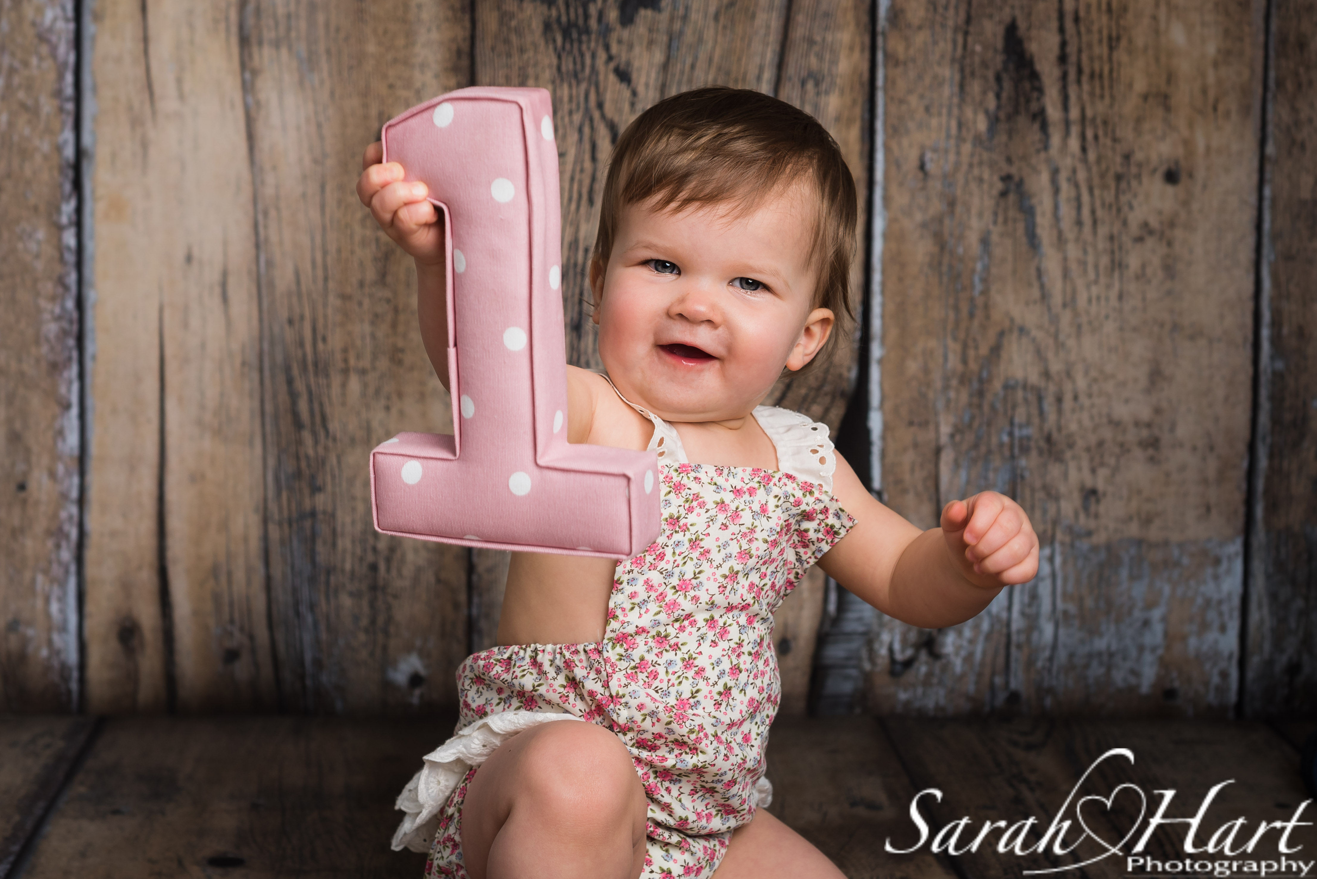 look whos one, 1st birthday portrait, kent cake smash studio photographer