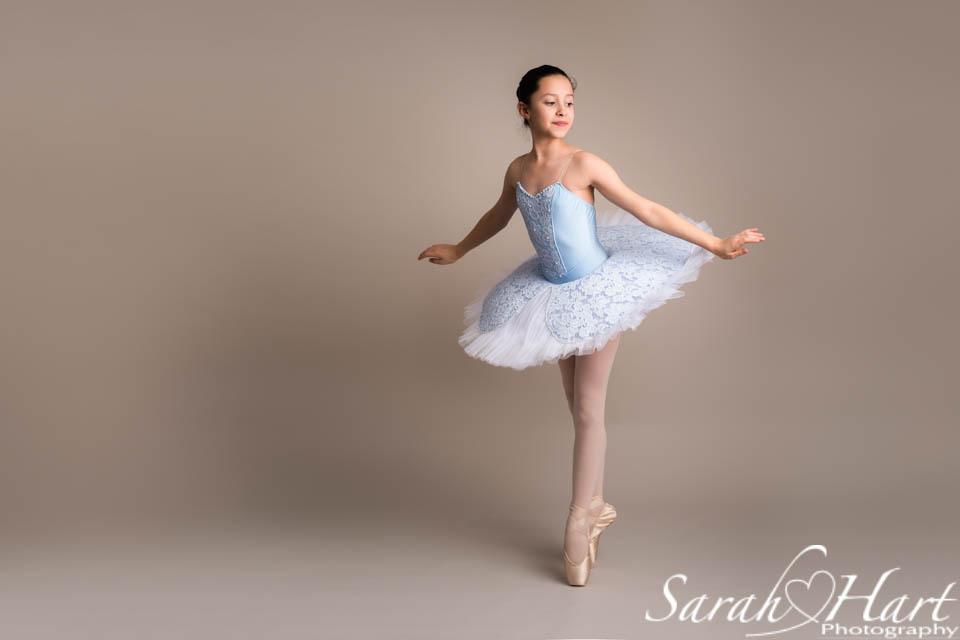 beautiful ballerina on pointe, captured by Sarah Hart Photography, Kent