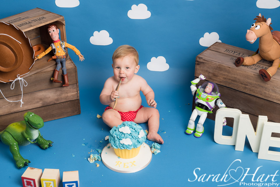 cake smash boy, toy story theme cake, tunbridge wells smash and splash