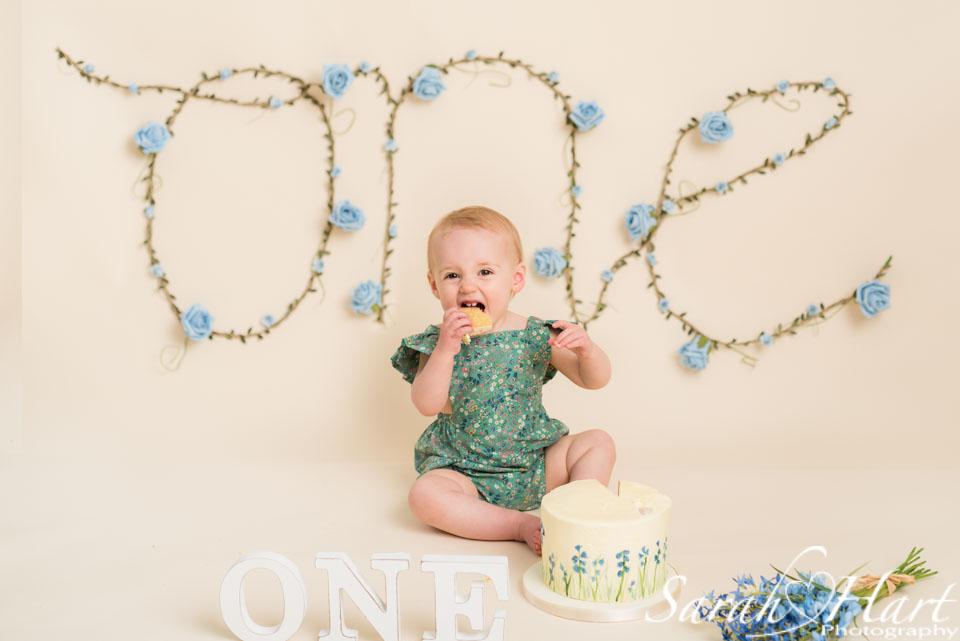 bluebell cake smash photography, kent photographer