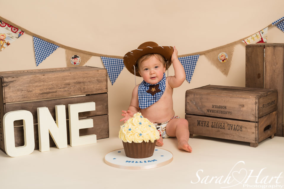 Kent cake smash photography, cowboy theme, Sevenoaks photographer