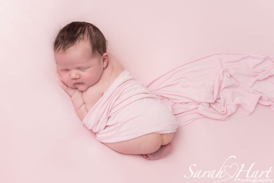 newborn giilr photo idea, best newborn photographer sevenoaks