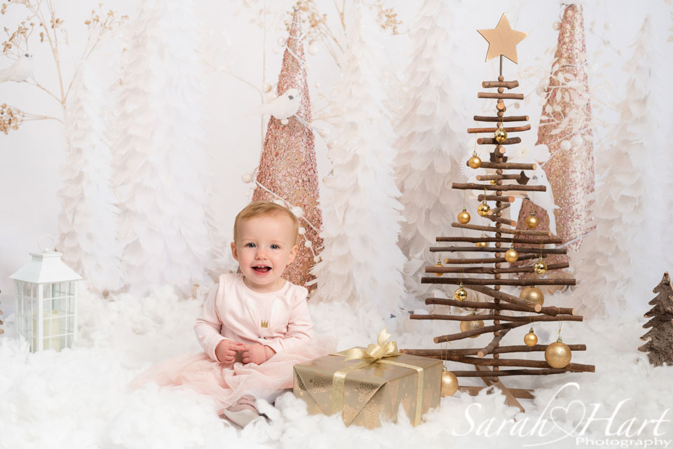 Christmas photo session, gold theme, family photographer edenbridge