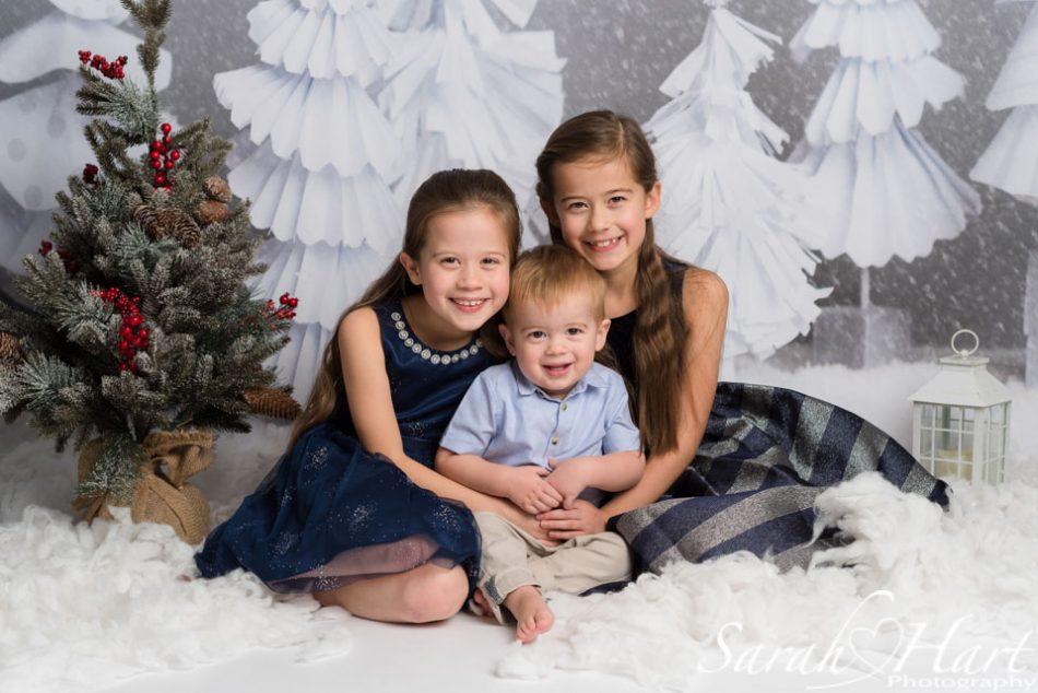Siblings at a Xmas mini session, Paddock wood photographer
