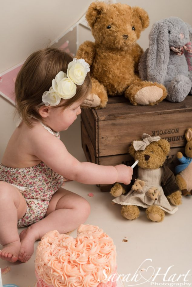 Edenbridge Cake smash photographer captures little girl feeding her teddy