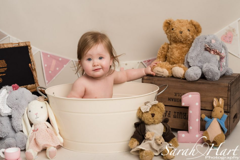 Tub time for little girl at her teddy bears picnic cake smash, Tonbridge portrait photographer