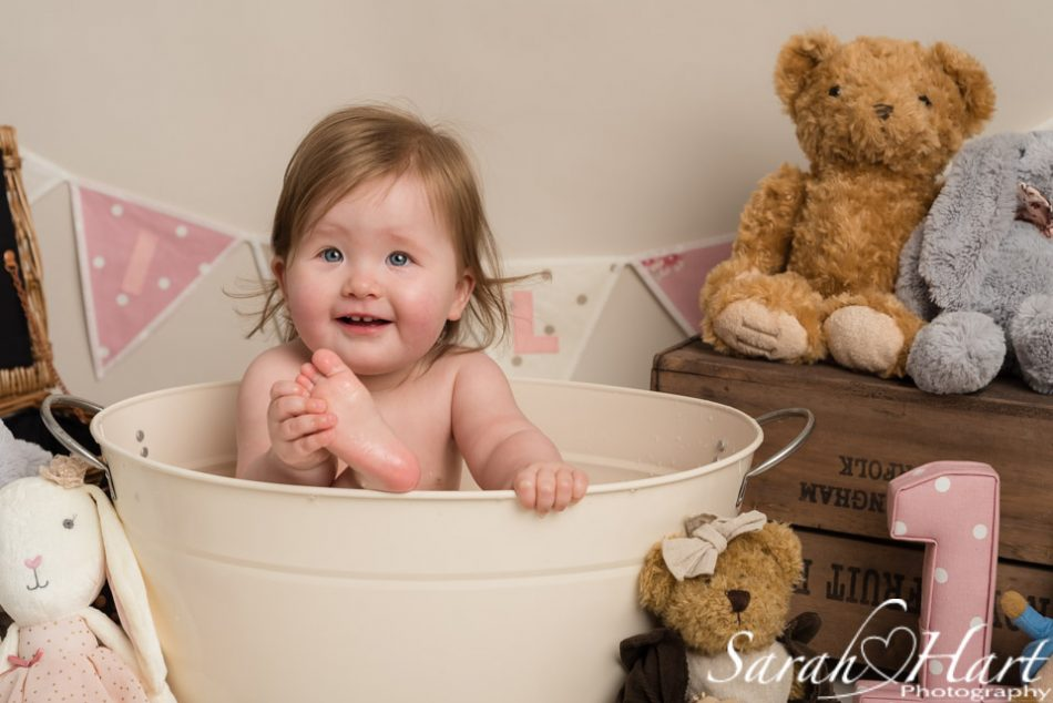 Little girl in the bath tub at her cake smash, Sevenoaks cake smash photographer