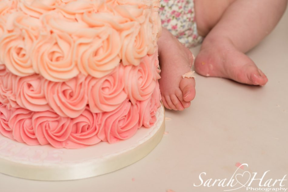Kent cake smash photographer takes close up of ombre swirl cake
