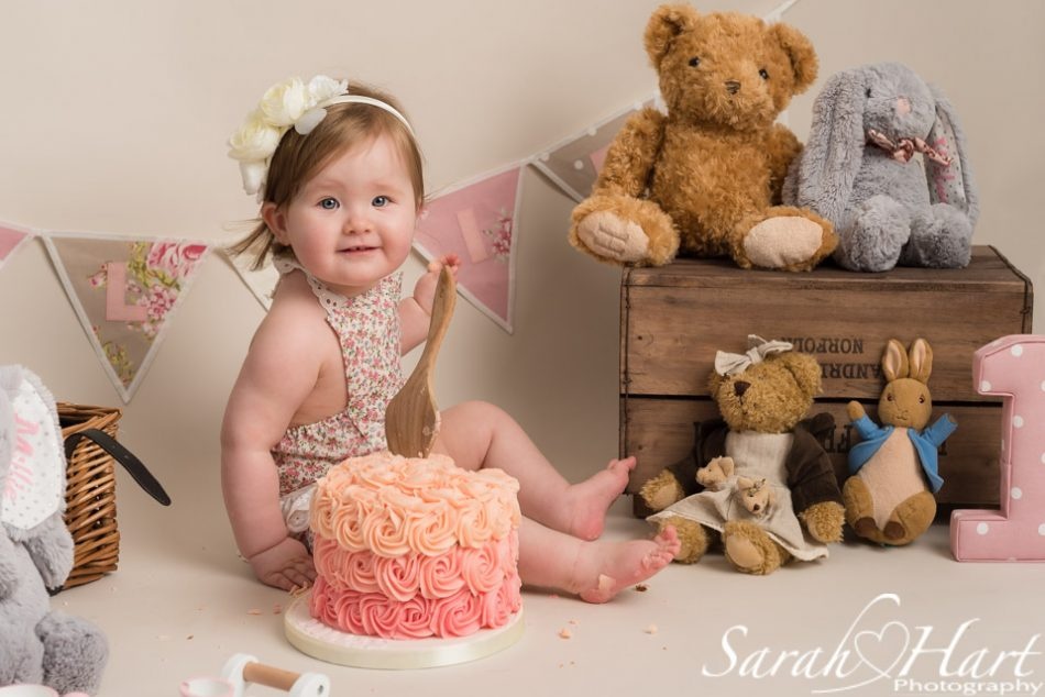 Little girl at her 1st birthday picnic session, Kent cake smash photographer